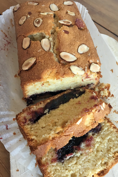Cake with surprise centre